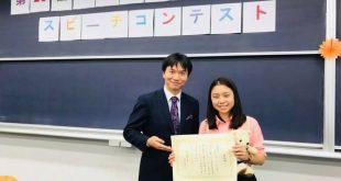 Nữ du học sinh Việt Đặng Thục Minh Yến nhận giải Đặc Sắc trong cuộc thi Hùng biện tiếng Nhật tại trường ĐH Quốc tế Tokyo, Nhật Bản.
