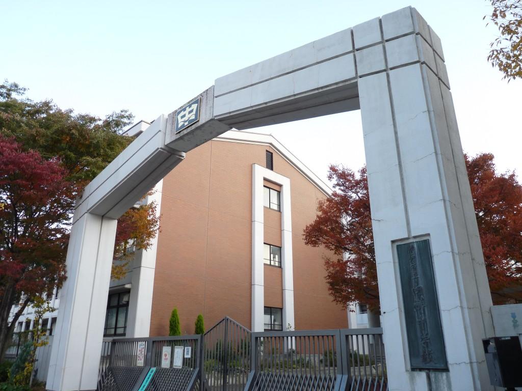 Cổng trường đại học Kobe